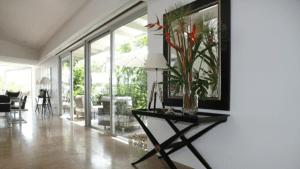 glass walls 300x169